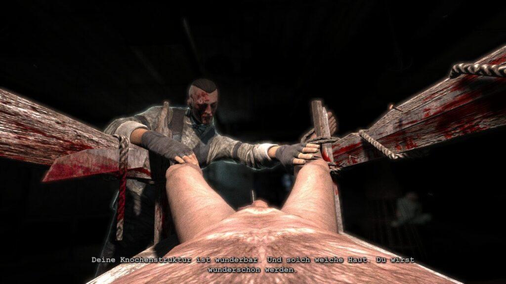 Waylon ist festgebunden und kurz davor seine Genitalien durch eine Kreissäge zu verlieren.