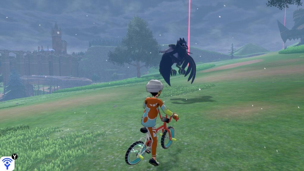 Das Foto zeigt das Flug/Stahl-Pokémon Kramor, welches in der Naturzone fliegt, während es schneit.