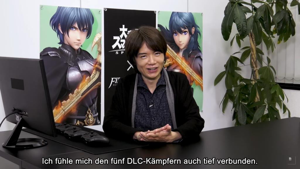 Das Bild zeigt Smash-Director Masahiro Sakurai in der Live-Präsentation, wie er über seine Verbundeheit zu den fün DLC-Kämpfern spricht.