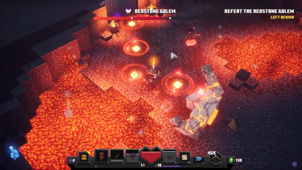 """Das Bild zeigt den Bosskampf gegen den Redstone-Golem aus dem neuen Spiel """"Minecraft Dungeons""""."""